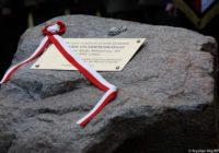 Odsłonięcie kamienia węgielnego pod budowę pomnika premiera Jana Olszewskiego