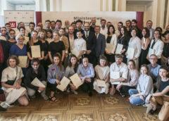 48 stypendystów odebrało dyplomy
